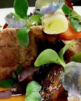 Cinta Senese-Filet (Schweinefilet) mit Gemüse und Sprossen